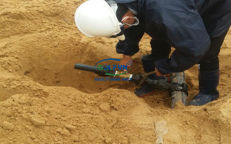 lắp ống tưới nước sân golf